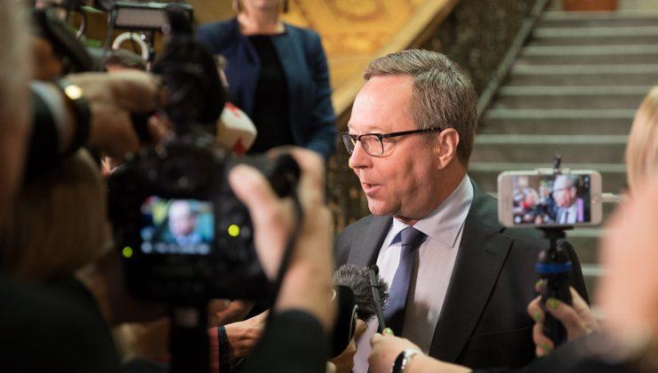 Finlandiya Ekonomik Kalkınma Bakanı, Angela Merkel'e karşı çıktı