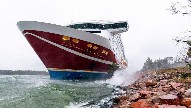 Viking Line gemisi Åland adalarında karaya oturdu