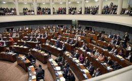 Koronavirüs parlamentoya girdi, Başbakanın testi negatif çıktı