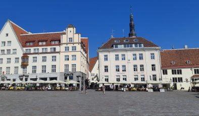Seyahat kısıtlamaları tekrar geliyor, Estonya, İsveç ve Norveç yeniden listeye dahil edildi