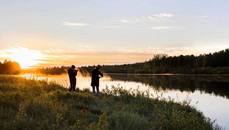 Finlandiya'nın kuzey kasabası sakinleri iki aydır ilk defa güneşin batışını seyrettiler