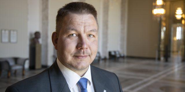 Aşırı sağcı milletvekili Juhi Määnpää'nın meclis dokunulmazlığı kaldırılmadı