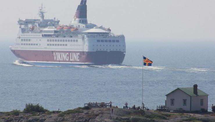 Viking Line gemisi Åland Adalarında karaya oturdu, gemi su alıyor