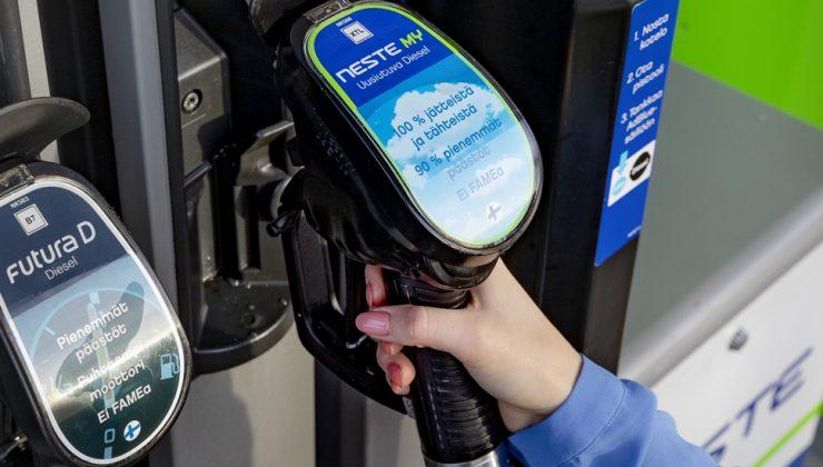 Benzine zam geliyor, Finler eski fiyattan benzin almak için acele ediyor