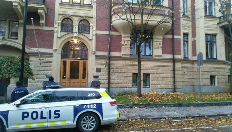 T.C. Helsinki Büyükelçiliği önünde protesto gösterisi
