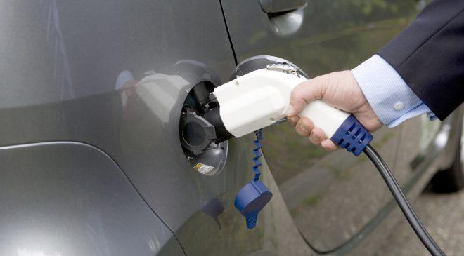 Elektrikli araçlarda vergi düşüyor, şarj istasyonları çoğalıyor