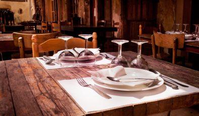 Restoran ve kafelere yönelik kısıtlamalar bugünden itibaren kaldırıldı