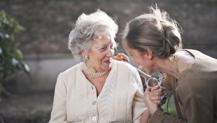 Yaşlı bakımı alanında uzmanlara ihtiyaç artıyor