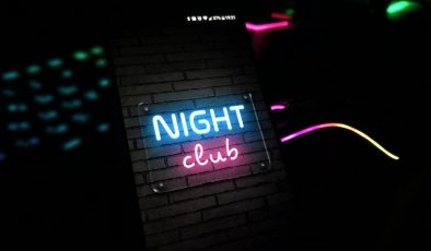 Barlar ve gece kulüplerine katı kısıtlamalar geliyor