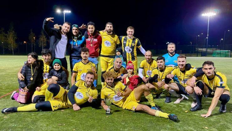 FC Anatolian Kotkat şampiyonluk kupasını kaldırdı